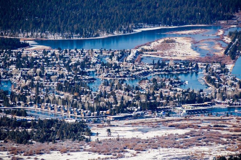 Widok z lotu ptaka obszar zamieszkały w Południowym Jeziornym Tahoe z domami budującymi na brzeg mężczyzna, zrobił kanałom, Kalif zdjęcia stock
