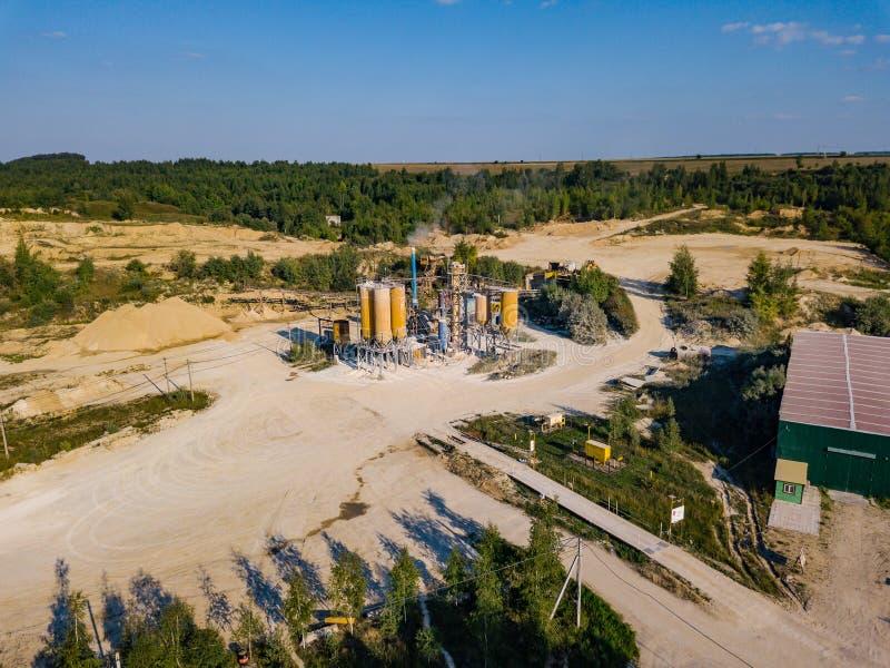Widok z lotu ptaka od trutnia piasek jama, słoneczny dzień obraz stock