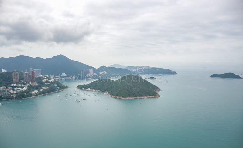 Widok z lotu ptaka otaczający morzem Hong Kong wyspa zdjęcia royalty free