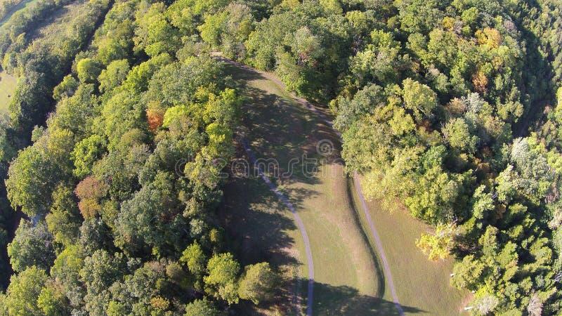 Widok z lotu ptaka Owalny kształtny kopiec Wielki Serpernt kopiec, Ohio zdjęcia royalty free