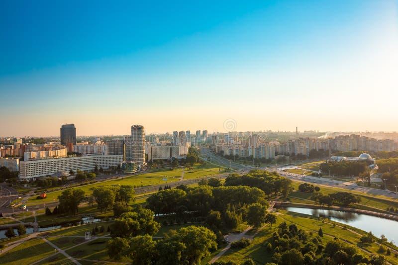 Widok z lotu ptaka, pejzaż miejski Minsk, Białoruś Zmierzch zdjęcia royalty free