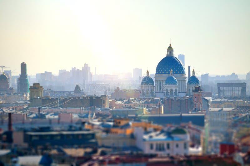 Widok z lotu ptaka Petersburg dachy i Świętej trójcy Izmailovo katedra, Rosja fotografia royalty free
