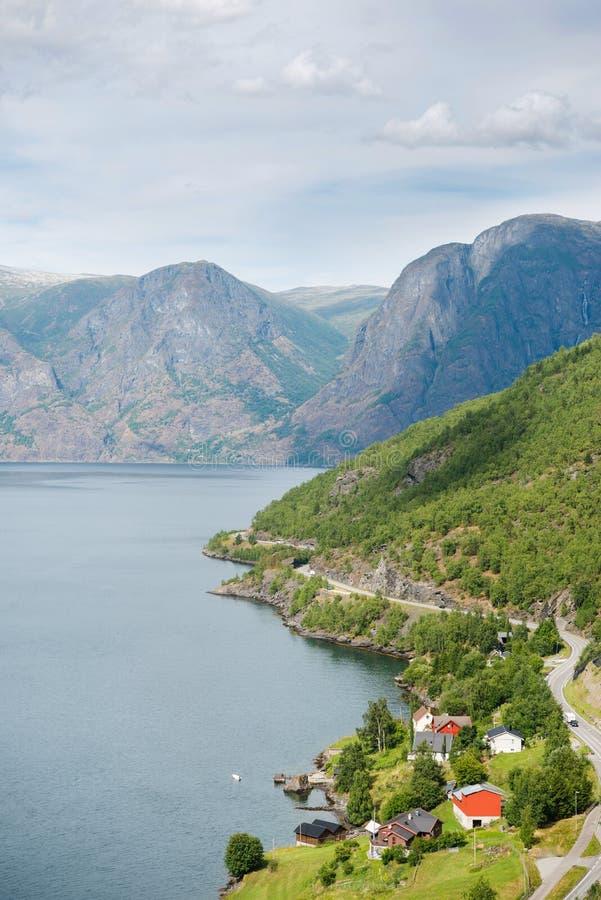 widok z lotu ptaka piękna spokój woda przy Aurlandsfjord zdjęcie royalty free