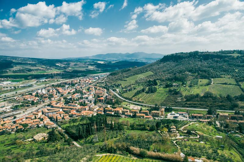 widok z lotu ptaka piękni wzgórza i Orvieto miasto, Rzym zdjęcie stock