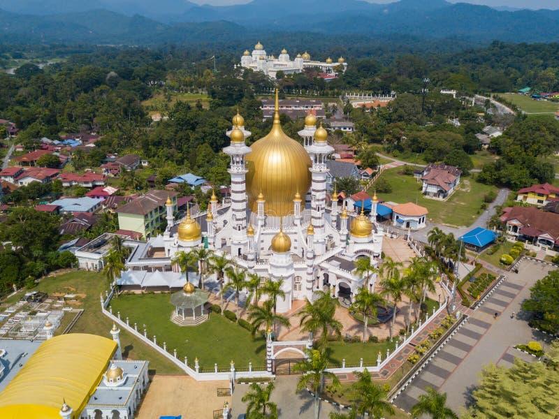 Widok z lotu ptaka piękny meczet w Kuala Kangsar, Malezja zdjęcie stock