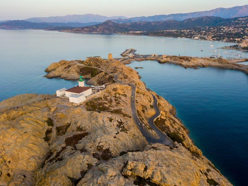 Widok z lotu ptaka Pietra latarnia morska i Genueński wierza przy zmierzchem Czerwona wyspa, Corsica, Francja obraz royalty free