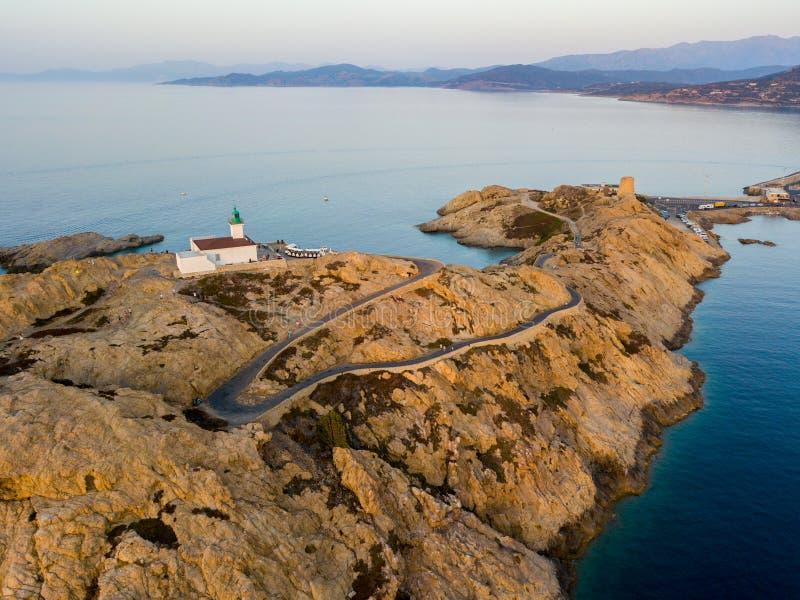 Widok z lotu ptaka Pietra latarnia morska i Genueński wierza przy zmierzchem Czerwona wyspa, Corsica, Francja obraz stock