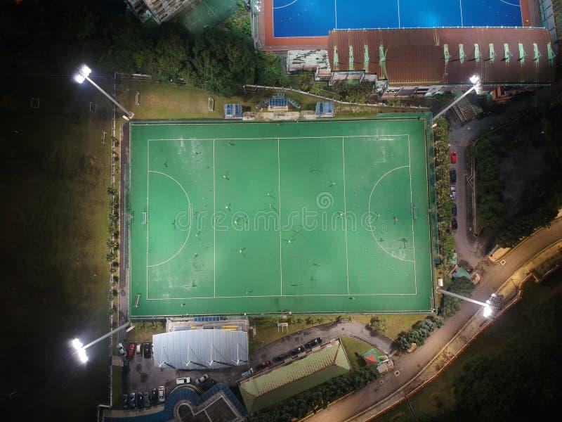 Widok z lotu ptaka plenerowy hokeja pole podczas nocy zdjęcia stock
