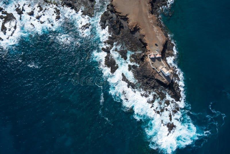 Widok z lotu ptaka Ponta Temerosa latarni morskiej farol w mieście Pr obraz stock