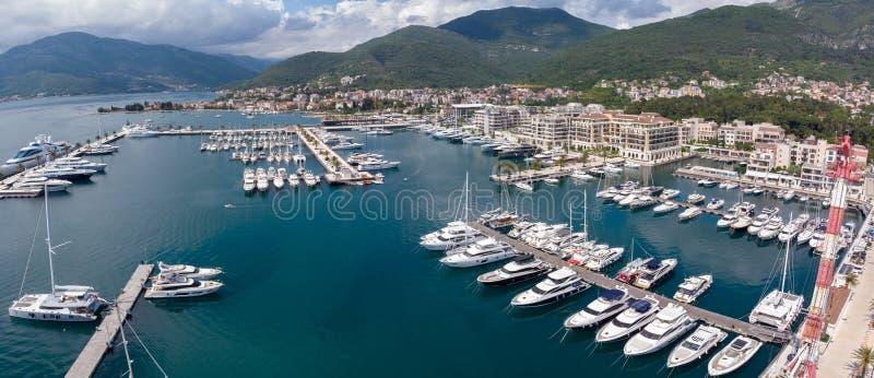 Widok z lotu ptaka Porto Montenegro Jachty w porcie morskim Tivat miasto Kotor zatoka, Adriatycki morze s?awna miejsce przeznacze obrazy stock
