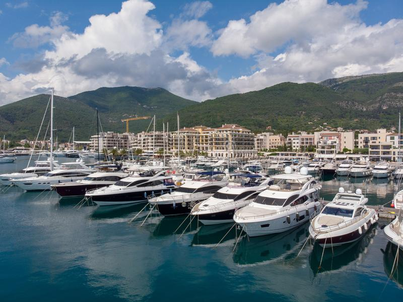 Widok z lotu ptaka Porto Montenegro Jachty w porcie morskim Tivat miasto Kotor zatoka, Adriatycki morze s?awna miejsce przeznacze obrazy royalty free