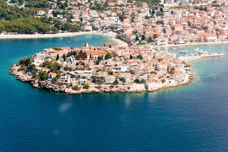 Widok z lotu ptaka Primosten, popularny Chorwacki lata miejsce przeznaczenia zdjęcie stock