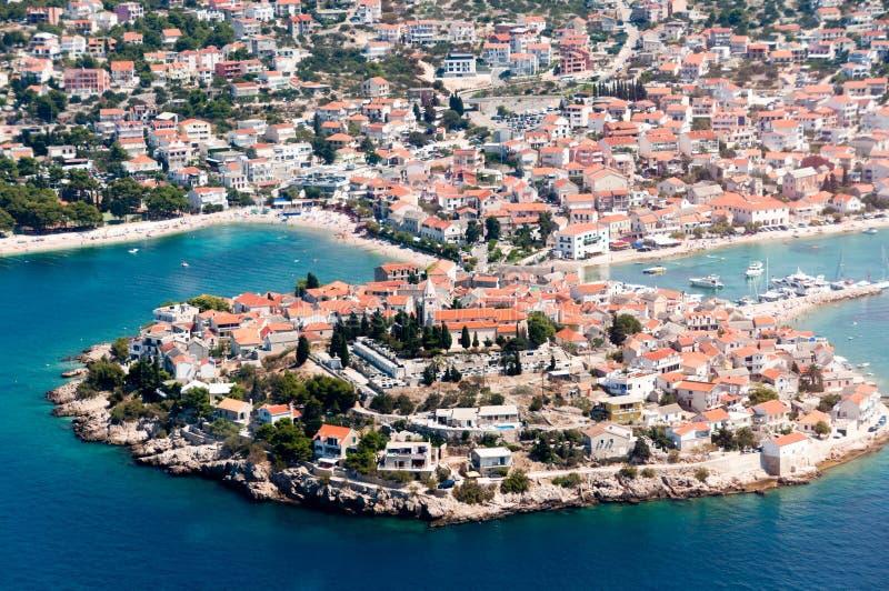 Widok z lotu ptaka Primosten, popularny Chorwacki lata miejsce przeznaczenia fotografia royalty free