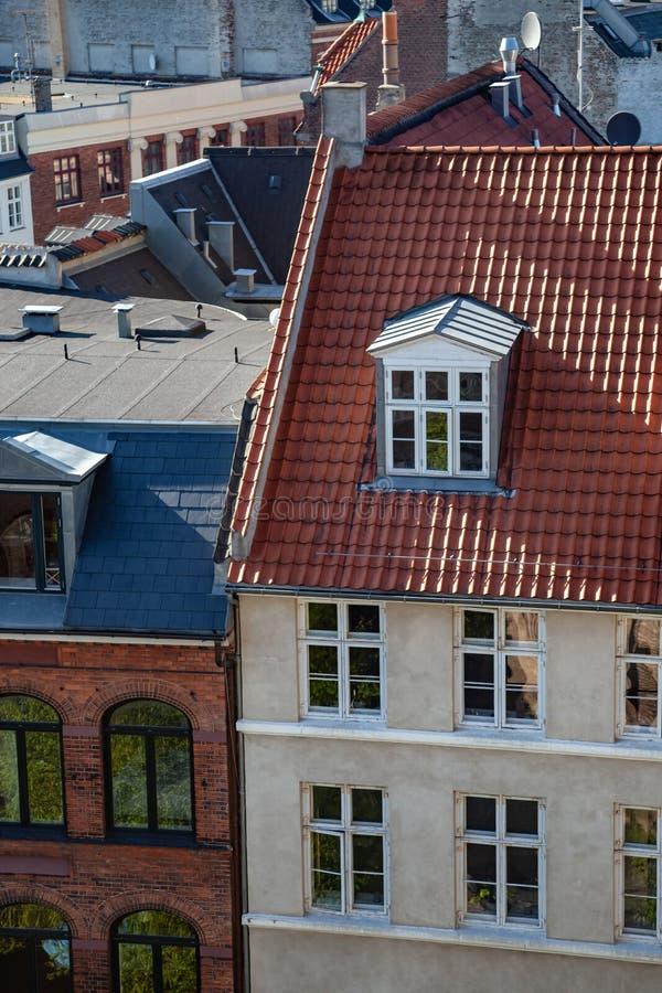 widok z lotu ptaka różnorodni budynki i dachy zdjęcie stock