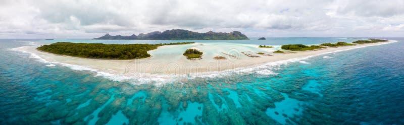 Widok z lotu ptaka Raivavae wyspa Tubuai wyspy Austral, Francuski Polynesia, Oceania Rafa, motu, laguna zdjęcie stock