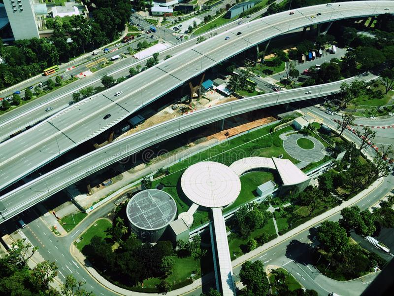 Widok z lotu ptaka ruchliwe ulicy i flyover zdjęcia royalty free