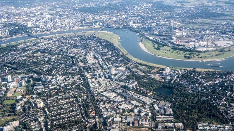Widok z lotu ptaka Rzeczny Rhine, Dusseldorf zdjęcia stock