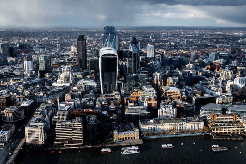 Widok z lotu ptaka Rzeczny Thames i miasto w Londyn fotografia stock