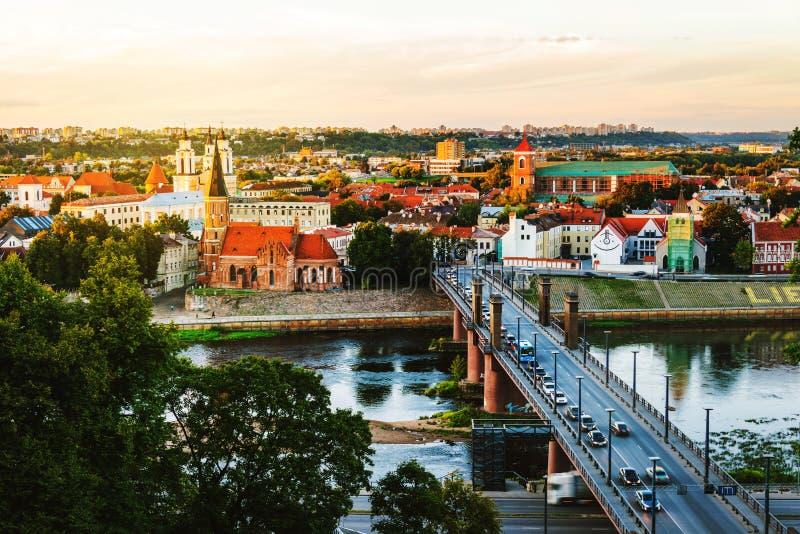 Widok z lotu ptaka sławny miasto Kaunas, Lithuania przy zmierzchem fotografia stock