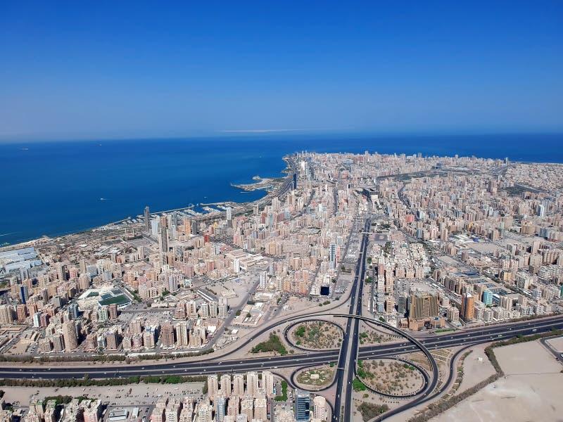 Widok Z Lotu Ptaka Salmiya Kuwejt Na Pięknym letnim dniu zdjęcia stock