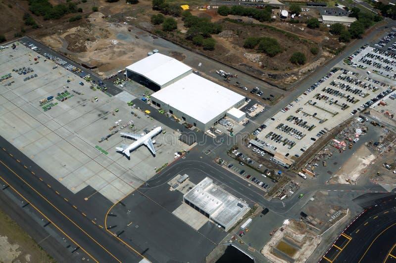 Widok z lotu ptaka samoloty, helikoptery i wieszaki przy Honolulu, obraz royalty free
