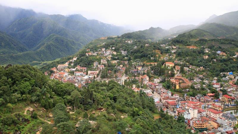 Widok z lotu ptaka Sapa miasto gniazdował w zielonej dolinie zdjęcie stock