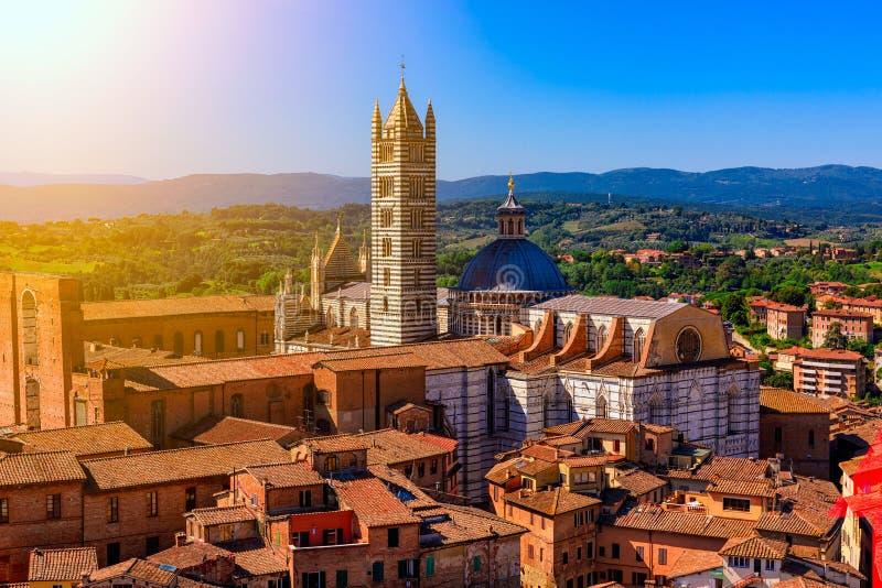 Widok z lotu ptaka Siena i Siena Duomo w Siena, Tuscany zdjęcia royalty free
