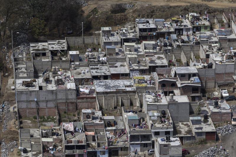 Widok z lotu ptaka slamsy w Mexico - miasto zdjęcie stock