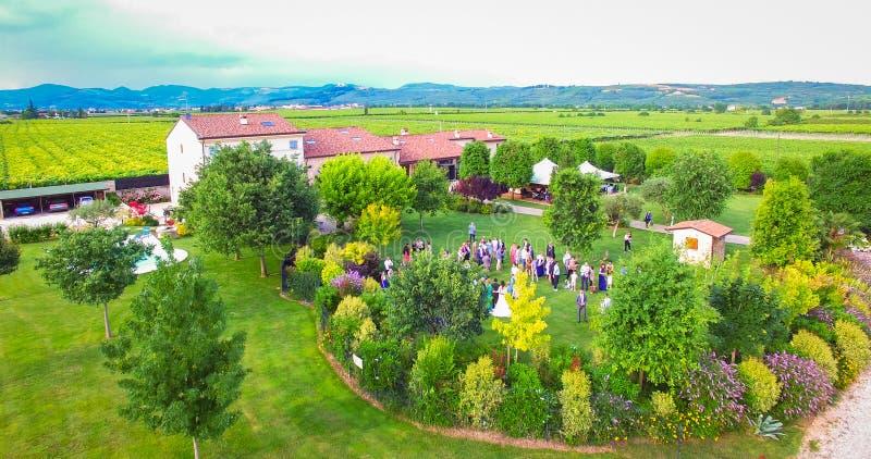 Widok z lotu ptaka stary dom wiejski w winnicach blisko Soave, Ita zdjęcia royalty free