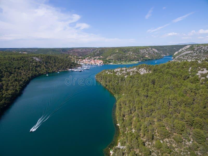 Widok z lotu ptaka stary grodzki Skradin przy Krka rzeką, Chorwacja zdjęcie royalty free