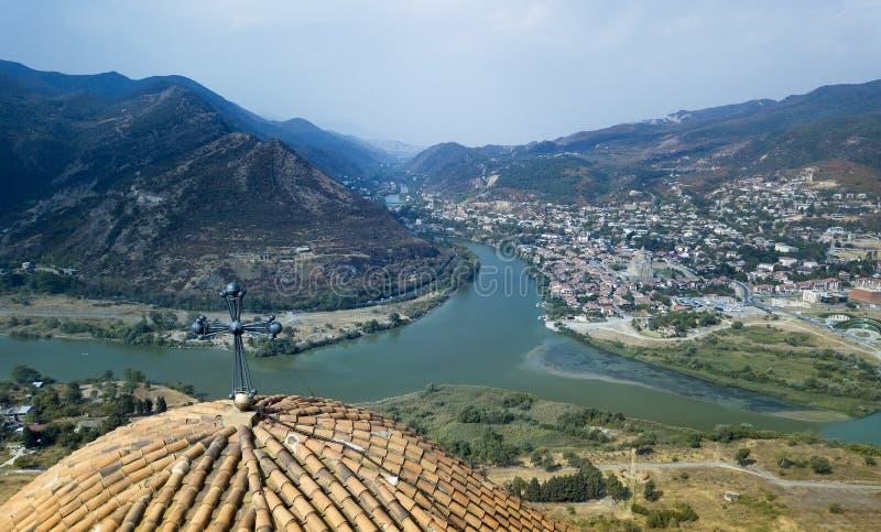 Widok z lotu ptaka stary miasto Mtskheta i Svetitskhoveli katedra, Mtskheta, Gruzja fotografia royalty free