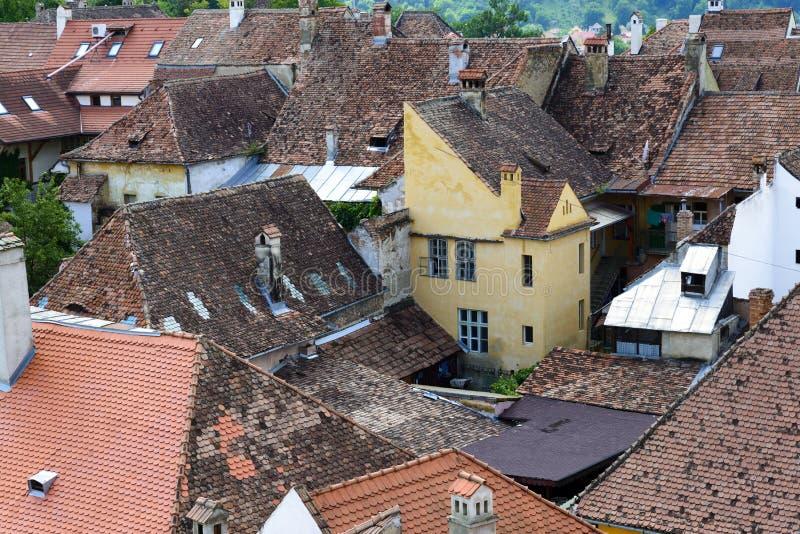 Widok z lotu ptaka starzy grodzcy budynki w Sighisoara, Rumunia obrazy royalty free