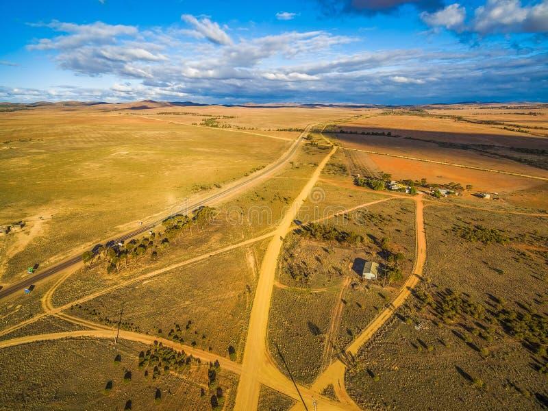 Widok z lotu ptaka szerokie równiny Południowy Australia przy zmierzchem zdjęcie stock