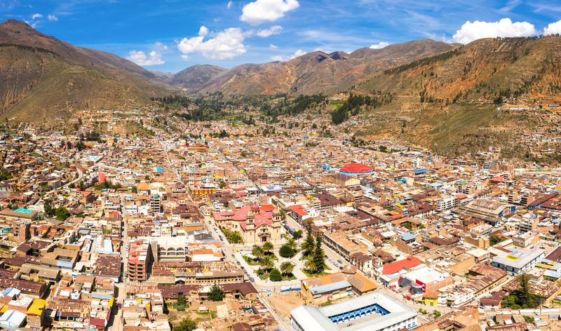 Widok z lotu ptaka Tarma miasto w Peru zdjęcia stock