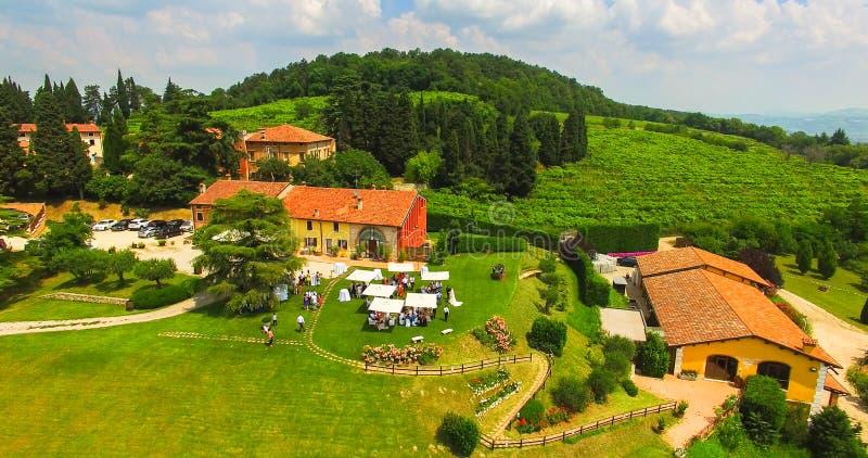 Widok z lotu ptaka Tenuta Coffele, stary dom wiejski w wzgórza aro obrazy royalty free