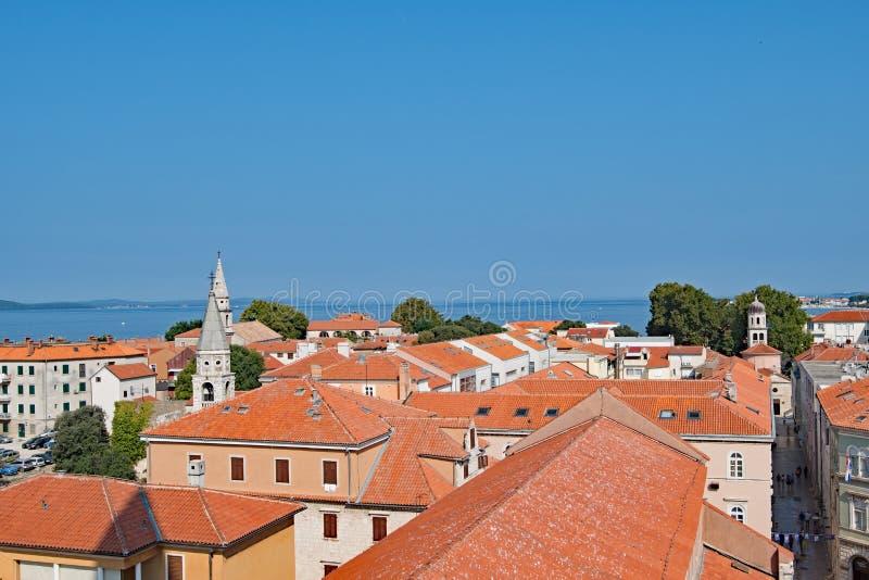 Widok z lotu ptaka terakotowi dachy w Starym miasteczku Zadar, Chorwacja obrazy stock