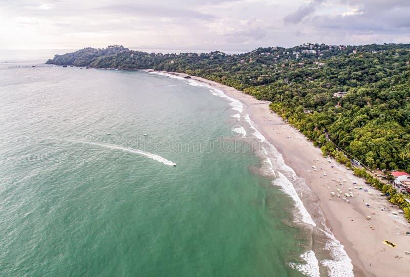 Widok z lotu ptaka Tropical espadilla beach and Coastline w pobliżu parku narodowego Manuel Antonio, Kostaryka obraz royalty free