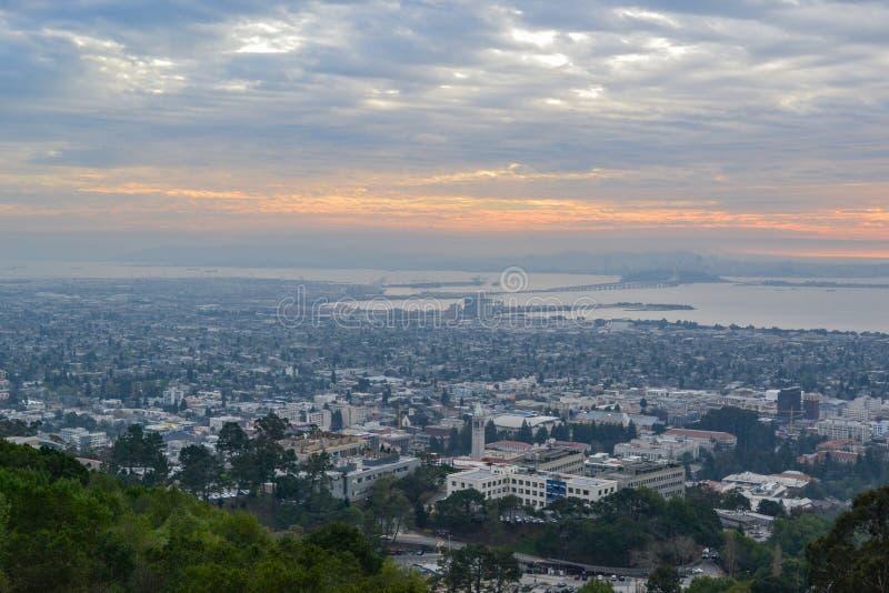 Widok Z Lotu Ptaka uniwersyteta kalifornijskiego kampusu i San Fransisco zatoki teren zdjęcia royalty free
