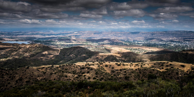 Widok Z Lotu Ptaka Ventura okręg administracyjny, Tysiąc dębów, Simi dolina i dębu park od Simi szczytu, zdjęcie stock
