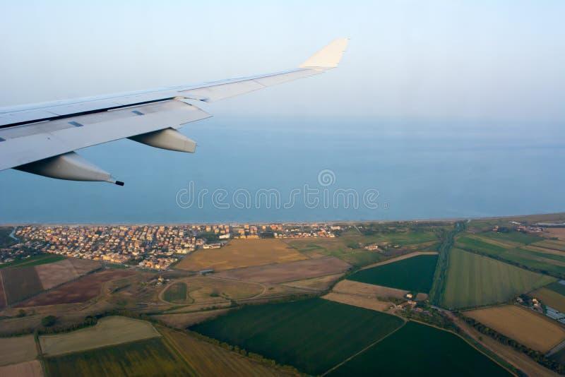Widok Z Lotu Ptaka Włoski plantacja krajobraz w Tuscany brać od samolotu w locie na plamy tle obraz royalty free
