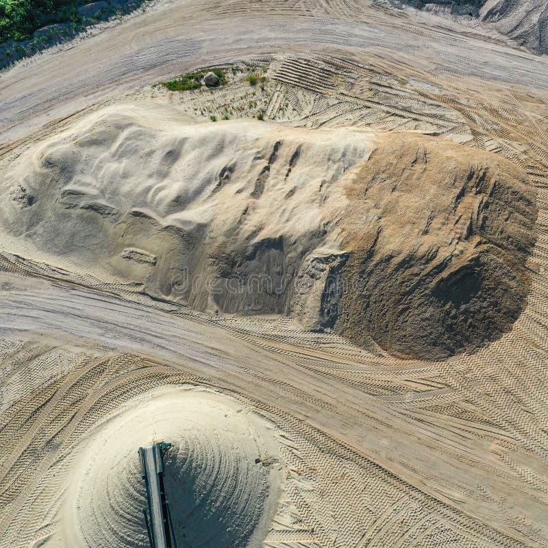 Widok z lotu ptaka wielki rozsypisko piasek w żwir jamie i piasek jamie, pochylona fotografia, trutnia strzał obrazy stock