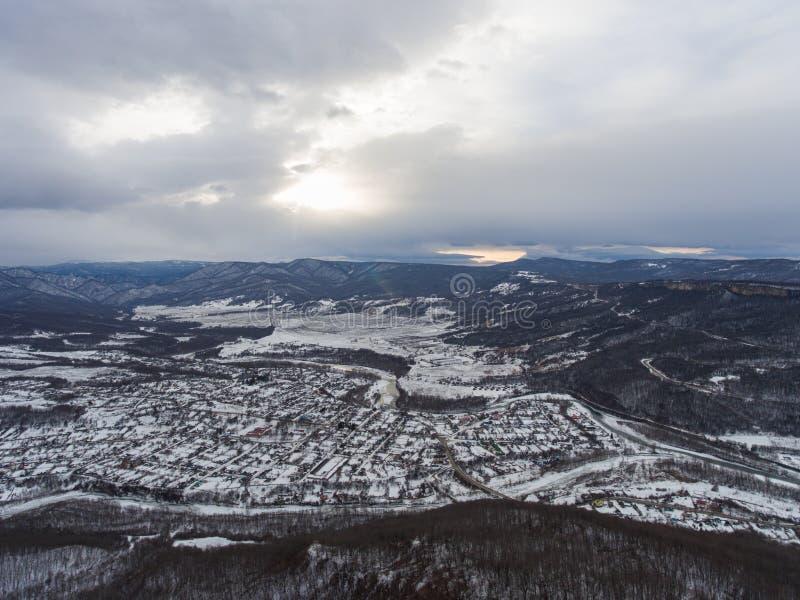 Widok z lotu ptaka wioska w dolinie obrazy stock
