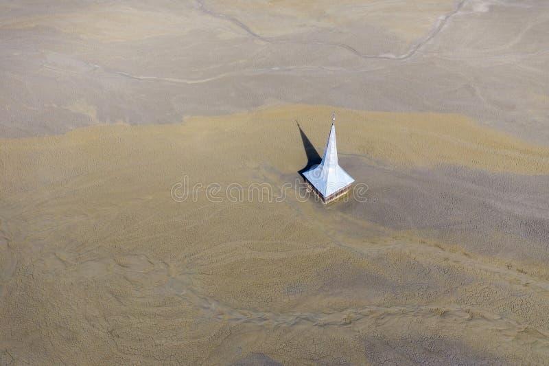 Widok z lotu ptaka zalewający i zaniechany kościół zdjęcia royalty free