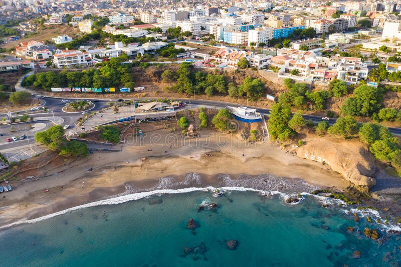 Widok z powietrza na plażę Kebra Kanela - Quebra Canela w Praia - Santiago - Stolica Wysp Zielonego Przylądka - Wyspy Zielonego P obrazy royalty free