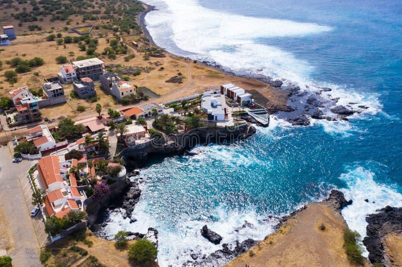 Widok z powietrza na wybrzeże Tarrafal ponta de atum na wyspie Santiago w Republice Zielonego Przylądka - Wyspy Zielonego Przyląd obraz royalty free