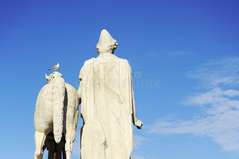 Widok z tyÅ'u pomnika Polluxa z koniem. Piazza Campidoglio na wzgórzu Capitoline, Rzym, WÅ'ochy zdjęcie royalty free