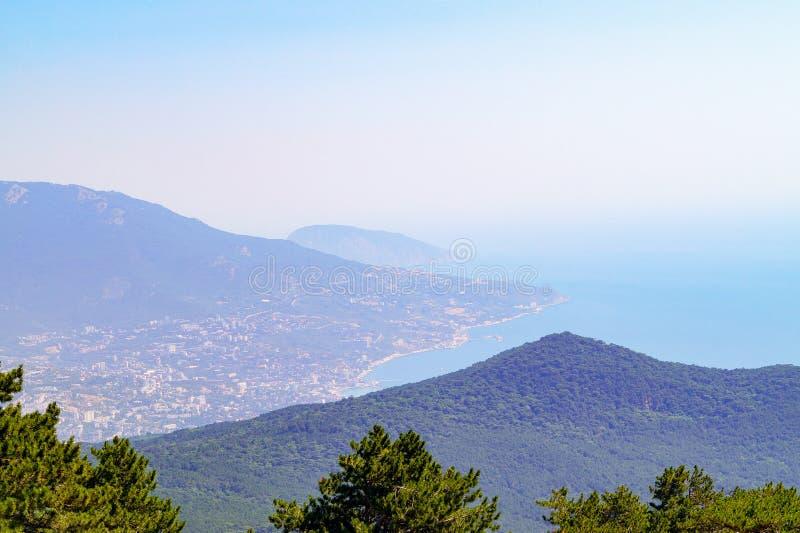 Widok z wierzchu Petri góry skłony góry Crimea i Czarny Denny wybrzeże obraz royalty free