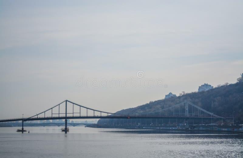 Widok Zaporoska rzeka i most od wybrze?a Kij obraz royalty free