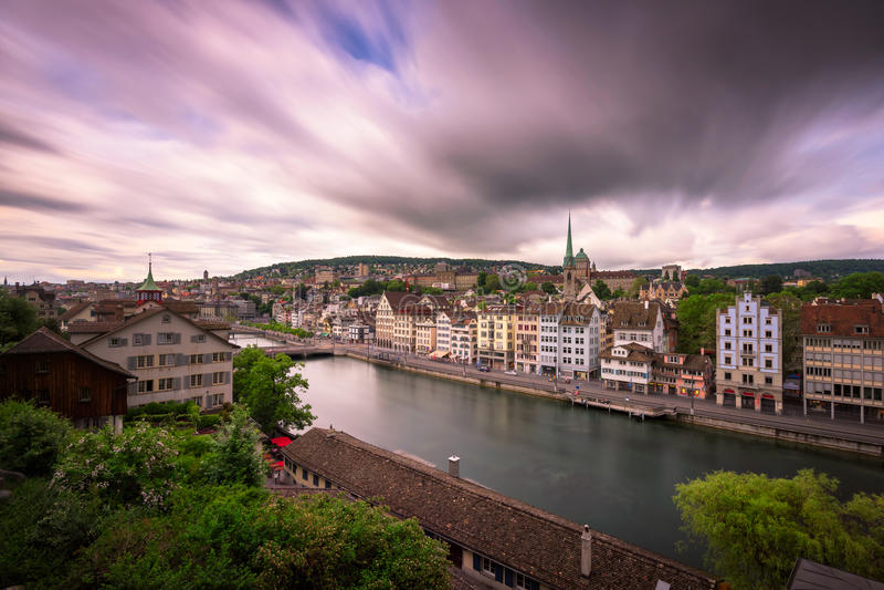 Widok Zurich i Limmat rzeka od Lindenhof wzgórza, Zurich, Swi obraz royalty free