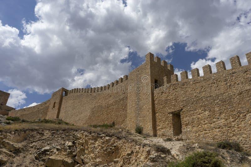 Widoki antyczna defensywy ściana miasteczko Albarracin zdjęcie stock
